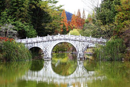 stone bridge at yicuihu lake