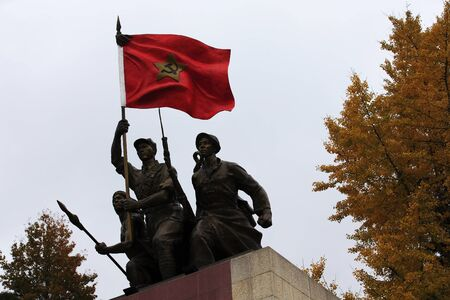 Workers and Peasants Red Army Sculpture 에디토리얼