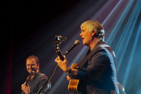 laurence: Laurence Juber, member of The Wings   Norbi Kovacs, during his Prague concert in Akropolis Palace