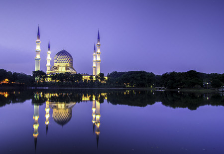 Shah Alam Mosque Blue Hour Stock Photo - 39319153