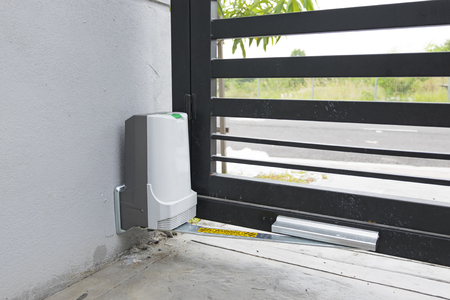 automatic door gate with motor Imagens