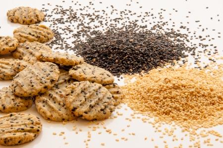 white sesame seeds: Black and white sesame seeds with sesame cookies.