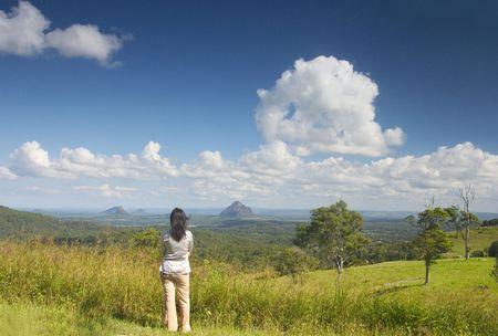 bewonderen: Vrouw bewonderen van het landschap. Stockfoto