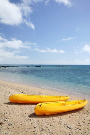 sauvegarde: Jaune sauvegarde bateau sur la plage