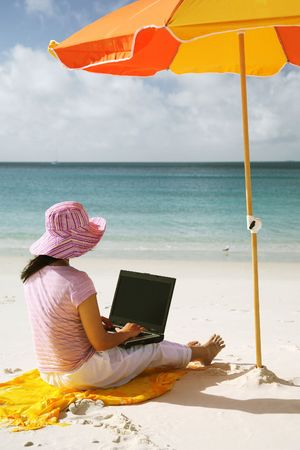 Asian woman with pink hat working on the beach in Queensland, Australia Stock Photo - 665293