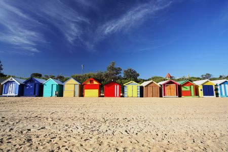 strand australie: Kleurrijke strandhokjes Brighton Beach in de buurt van Melbourne, Australië