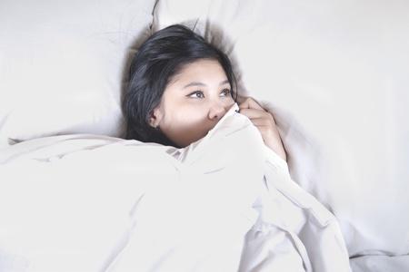 insomnio: Hermosa mujer no puede dormir el sue�o solo d�a