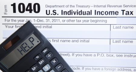 rendement: Elektronische vorm van de belasting 1040 met de hulp woord op rekenmachine
