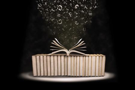 libros volando: Pila de libros con cartas de vuelo tomadas en el estudio