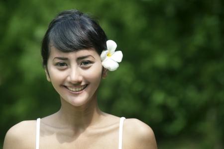 Mooie Aziatische vrouw met mooie tanden lachend