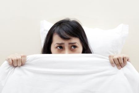causaba: Mujer asi�tica con un insomnio causado por una pesadilla Foto de archivo
