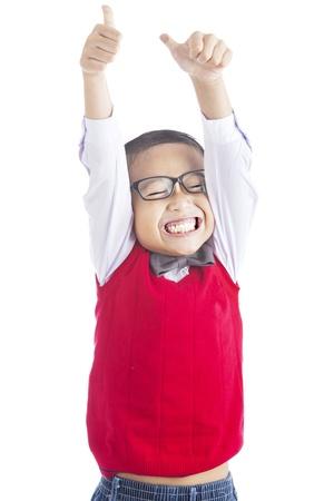 handsome student: El �xito de los estudiantes de primaria mostrando sus pulgares hacia arriba sobre fondo blanco aislado Foto de archivo