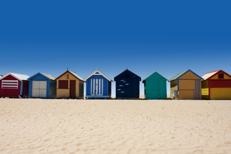 cabane plage: Belle plage de Brighton avec les maisons color�es � Melbourne, Australie