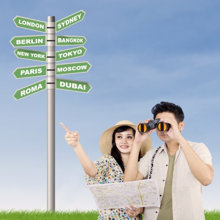 mapa china: Pareja busca opción de vacaciones
