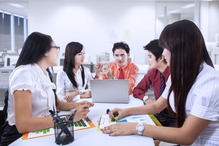 Business team of five people having a meeting in the office Imagens - 21053231