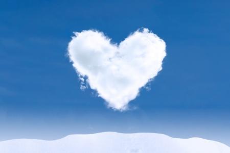 love cloud: Blue sky and heart shape cloud on winter day