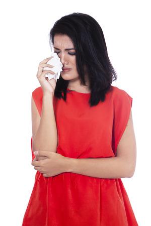 cara triste: Una hermosa mujer triste llorando aislados sobre fondo blanco