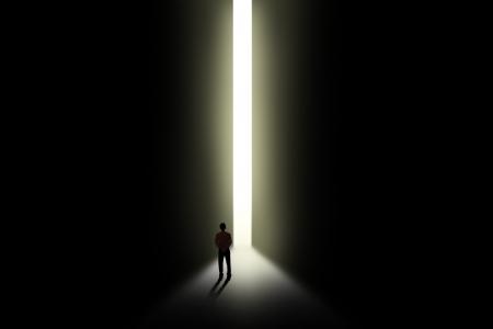 Business-Metapher - Geschäftsmann zu Fuß in Richtung Tür Gelegenheit Standard-Bild - 24127721