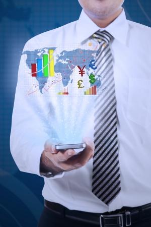 mapa china: Hombre de negocios que muestra el informe financiero con una tableta digital