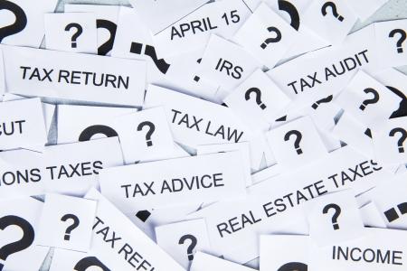 auditor�a: Concepto de impuestos con el texto de la marca fiscal y pregunta