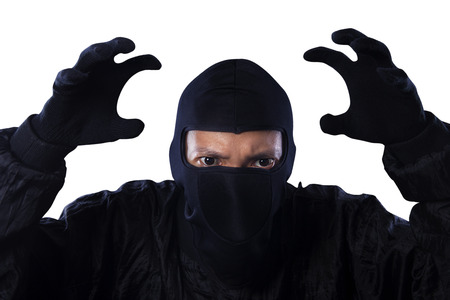 scoundrel: Ritratto di pericoloso bandito isolato su sfondo bianco