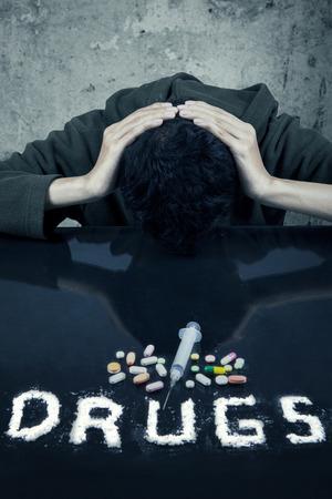 sobredosis: Retrato de un joven usuario de drogas