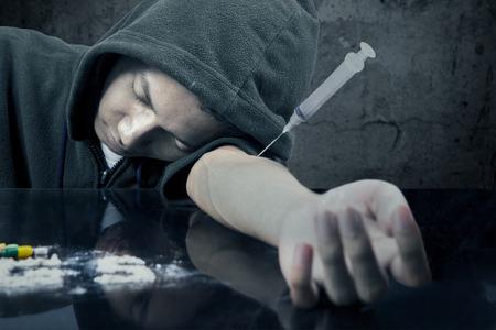 éxtasis: El hombre se desmayó en la mesa después de su uso de drogas