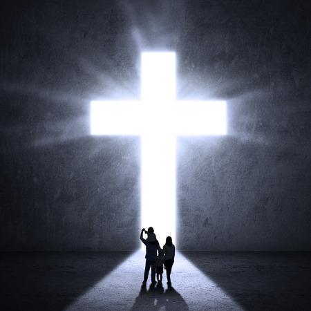 familia cristiana: Familia cristiana a caminar hacia una cruz de Jes�s