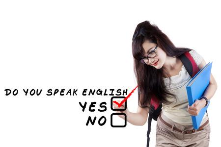 Lernen Sprachkonzept. Weibliche Schüler Schreib Sprechen Sie Englisch?