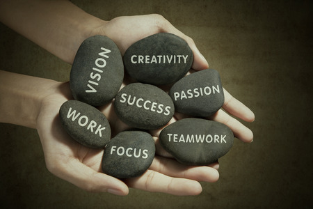 success: Las piezas para el éxito escrito en la roca