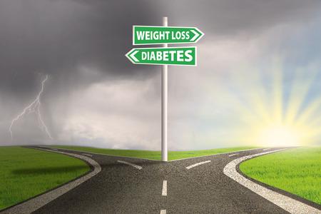 signos de pesos: Hito de elegir la pérdida de peso o la diabetes. disparar al aire libre
