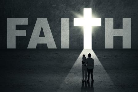 Rear view of young christian family walking toward faith door Stockfoto