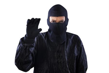 scoundrel: Ritratto di pericoloso bandito prendere qualcosa su copyspace, isolato su sfondo bianco