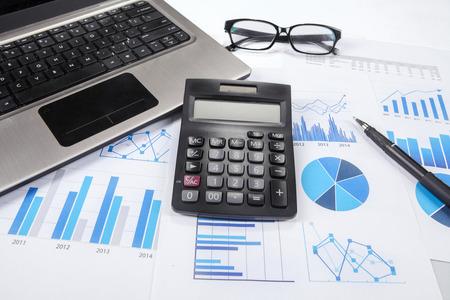 contabilidad: Financiación de las empresas, impuestos, contabilidad, estadísticas y concepto de la investigación analítica Foto de archivo