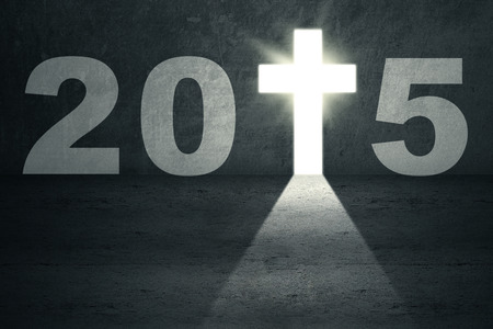 fin de ao: Puerta brillante en forma de una cruz, que simboliza la puerta a un futuro 2015 Foto de archivo