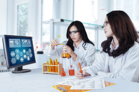 asian medical: Portrait of two beautiful schoolgirls doing experiment together in the laboratory Stock Photo