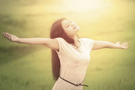 feels: Portrait of attractive woman with casual clothes enjoying freedom at field