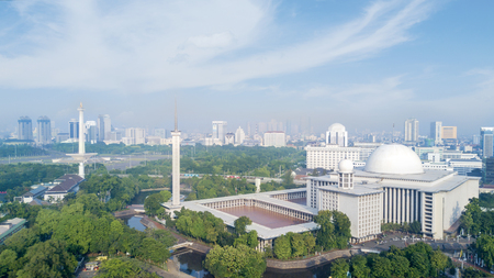 Aerial view of Istiqlal Mosque with skyscrapers under blue sky at Jakarta, Indonesia Archivio Fotografico