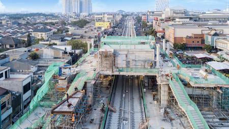 Yakarta, Indonesia. 21 de mayo de 2018: Proyecto de construcción de la estación y las vías del tren para Light Rail Transit en Yakarta, Indonesia