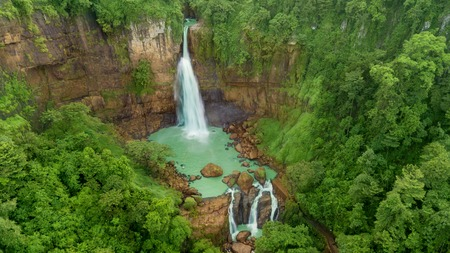 Amazing aerial view of Cikaso waterfall in the tropical forest in the Sukabumi, Indonesia 免版税图像