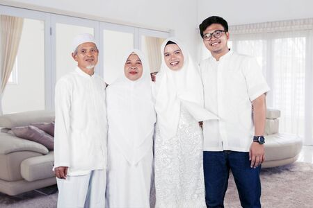 Happy muslim family portrait at home Banque d'images