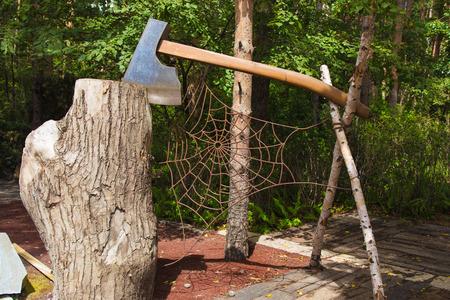 Carpenter tool statue 新聞圖片