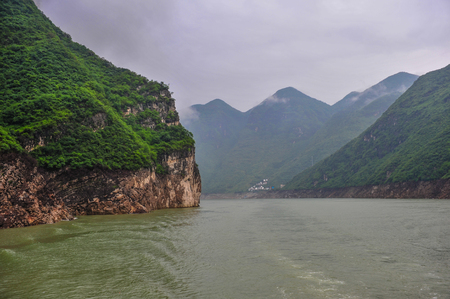 conservacion del agua: On May 30, 2011, three gorges of the Yangtze river in China The three gorges on the Yangtze river are a spectacular grand canyon in the Yangtze river, one of Chinas ten scenic spots. It is composed of qutang gorge, wuxia and xiling gorge, which span 191  Foto de archivo