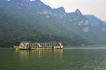 On May 30, 2011, three gorges of the Yangtze river in China The three gorges on the Yangtze river are a spectacular grand canyon in the Yangtze river, one of Chinas ten scenic spots. It is composed of qutang gorge, wuxia and xiling gorge, which span 191  新聞圖片