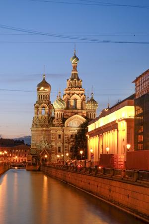 ST.PETERSBURG, RUSIA - 23 DE MAYO DE 2017: La Iglesia del Salvador sobre la Sangre Derramada es una de las principales atracciones de San Petersburgo, la iglesia fue construida en 1883-1907. Es un hito de la ciudad central, y un monumento único a Alejandro II el Libertador. Foto de archivo
