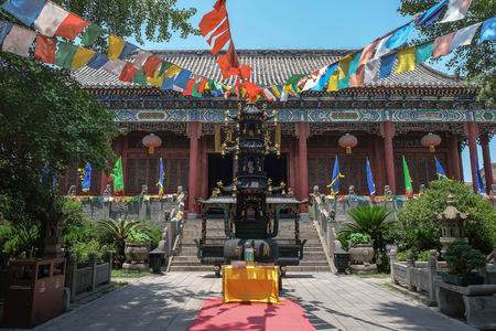 JINGZHOU, CHINA - Jun 6 2018: Guan Yu Statue. Guan Yu Temple. Travel in Jingzhou City. This temple famous for who love Three Kingdoms series. Especially Chinese name. 報道画像
