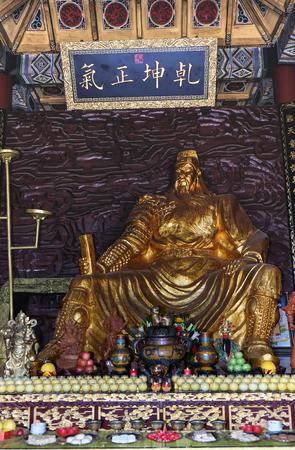 JINGZHOU, CHINA - Jun 6 2018: Guan Yu Statue. Guan Yu Temple. Travel in Jingzhou City. This temple famous for who love Three Kingdoms series. Especially Chinese name. 新聞圖片