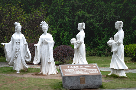 CHIBI, HUBEI CHINA - OCT 25 2018: Statues of  the best forth of woman in ancient china. These statues is located at the three kingdom Battle field in CHIBI Citty. 新聞圖片