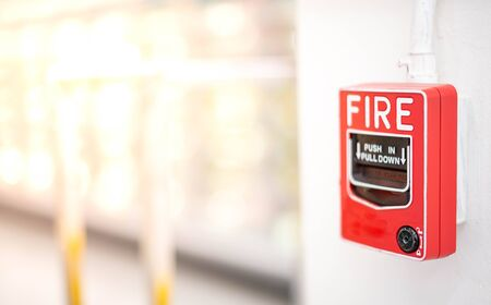 The red fire alarm switch on the white wall at the supermarket, for the safety first when the fire being. Banque d'images