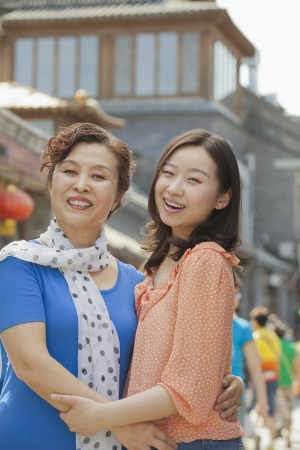 Portrait of mother and daughter on the street in Beijing Imagens